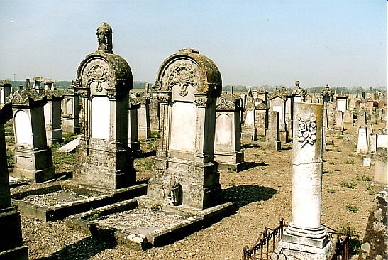 http://www.alemannia-judaica.de/images/Alsace%201/Fegersheim%20Cimetiere%20114.jpg