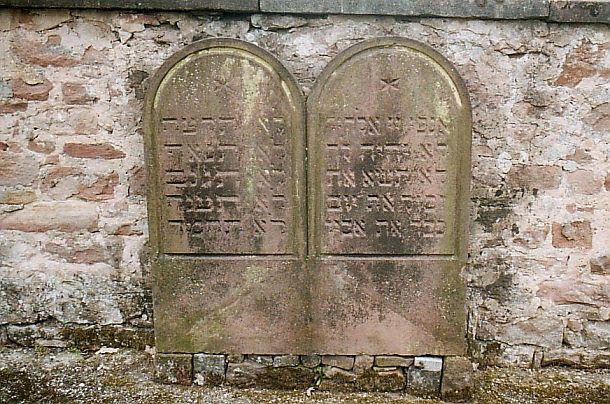 http://www.alemannia-judaica.de/images/Alsace%202/Gundershoffen%20Cimetiere%20116.jpg