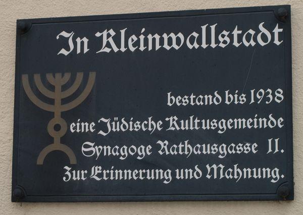 http://www.alemannia-judaica.de/images/Images%20148/Kleinwallstadt%20Synagoge%20160.jpg