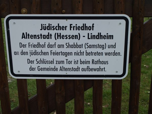 http://www.alemannia-judaica.de/images/Images%20150/Lindheim%20Friedhof%20152.jpg