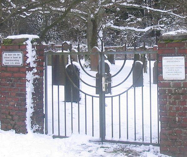 http://www.alemannia-judaica.de/images/Images%20189/Breidenbach%20Friedhof%20101.jpg