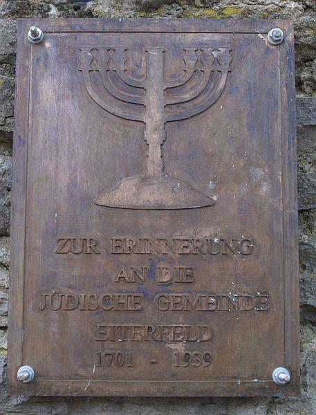 http://www.alemannia-judaica.de/images/Images%20206/Eiterfeld%20Gedenktafel%20170.jpg