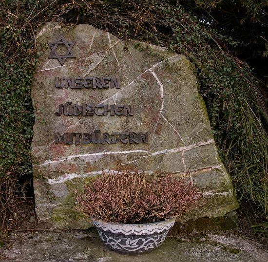 http://www.alemannia-judaica.de/images/Images%20208/Bruschied%20Denkmal%20122.jpg