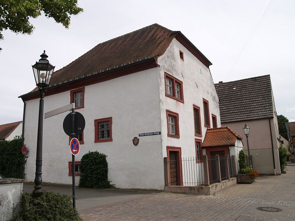 http://www.alemannia-judaica.de/images/Images%20223/Veitshoechheim%20Synagoge%20142.jpg