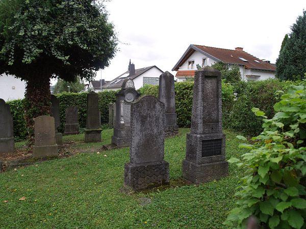 http://www.alemannia-judaica.de/images/Images%20226/Bad%20Camberg%20Friedhof%20205.jpg
