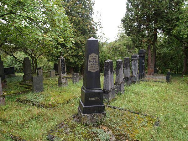 http://www.alemannia-judaica.de/images/Images%20226/Weilburg%20Friedhof%20205.jpg