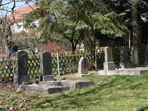 http://www.alemannia-judaica.de/images/Images%20252/Gruesen%20Friedhof%20475.jpg