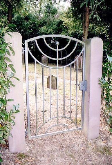 http://www.alemannia-judaica.de/images/Images%2026/Durbach%20Friedhof%20153.jpg