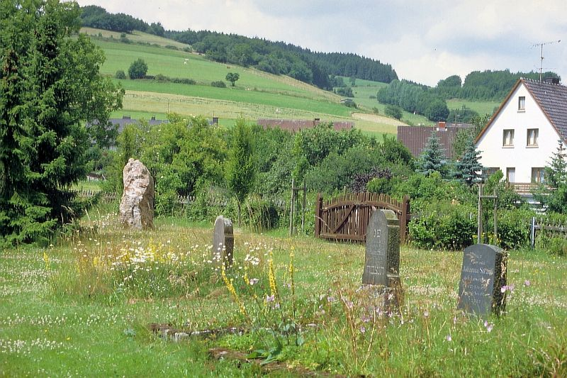 http://www.alemannia-judaica.de/images/Images%20284/Eimelrod%20Friedhof%20122.jpg