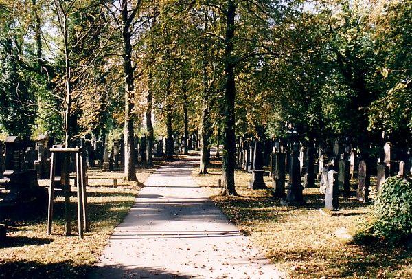 http://www.alemannia-judaica.de/images/Images%2029/Stuttgart%20Pragfriedhof%20159.jpg