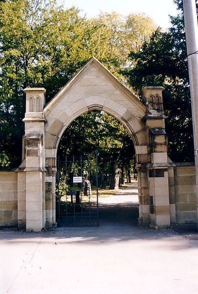http://www.alemannia-judaica.de/images/Images%2029/Stuttgart%20Pragfriedhof%20160.jpg