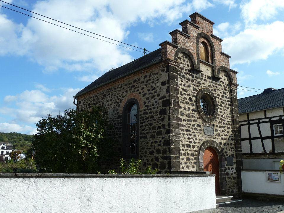 http://www.alemannia-judaica.de/images/Images%20315/Saffig%20Synagoge%20422.jpg