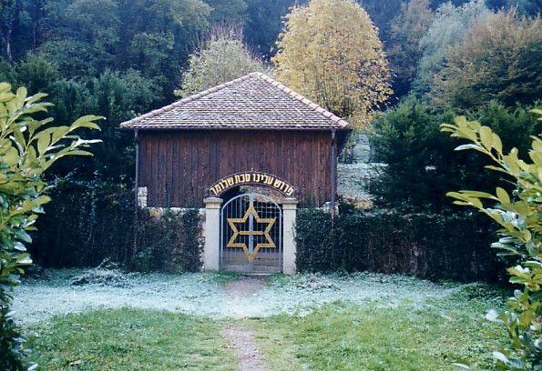 friedhofshalle in breisach