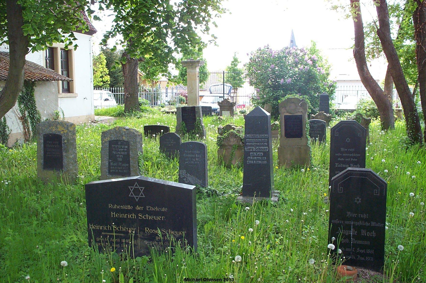 http://www.alemannia-judaica.de/images/Images%20347/Framersheim%20Friedhof%2013011.jpg