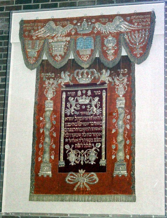 http://www.alemannia-judaica.de/images/Images%20352/Bad%20Kissingen%20parochet%20010.jpg
