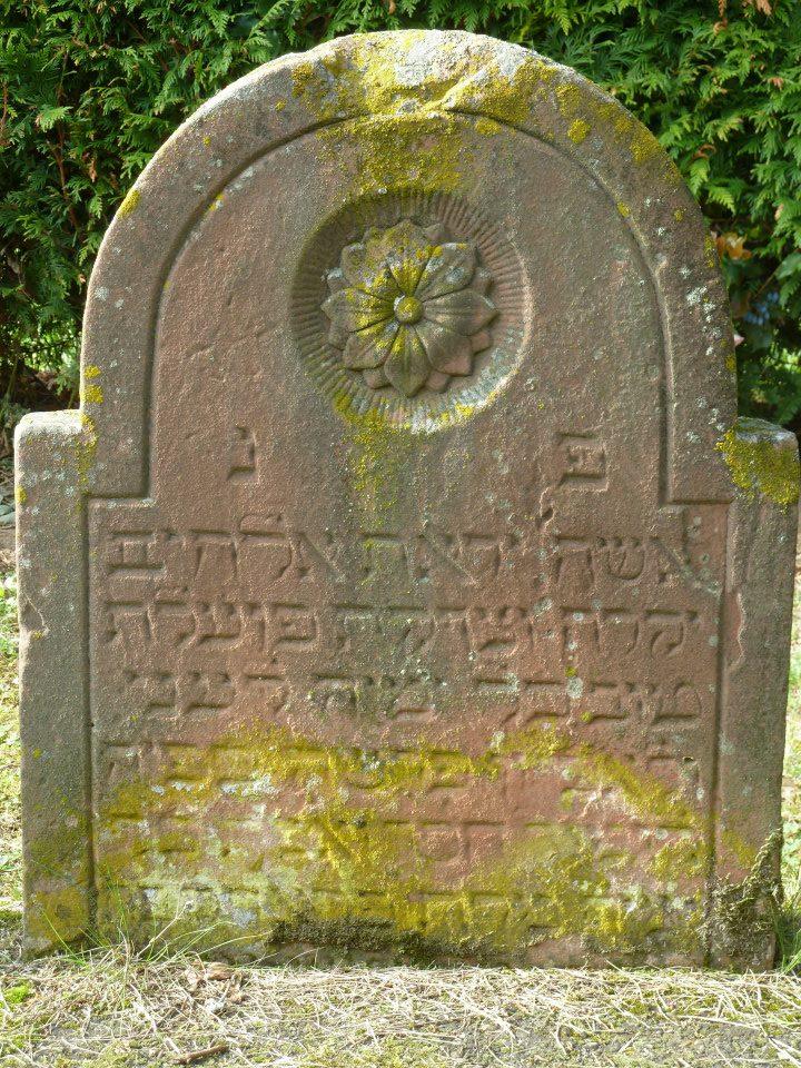 http://www.alemannia-judaica.de/images/Images%20355/Kirrweiler%20Friedhof%201312.jpg