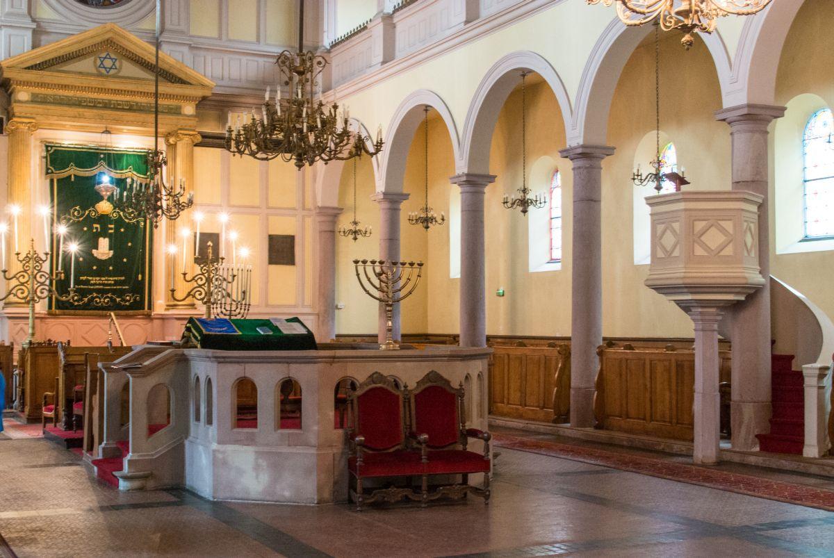 http://www.alemannia-judaica.de/images/Images%20356/Colmar%20Synagogue%2013065.jpg