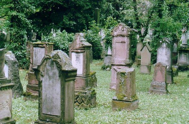 http://www.alemannia-judaica.de/images/Images%2036/Stuttgart%20Hoppenlaufriedhof%20187.jpg