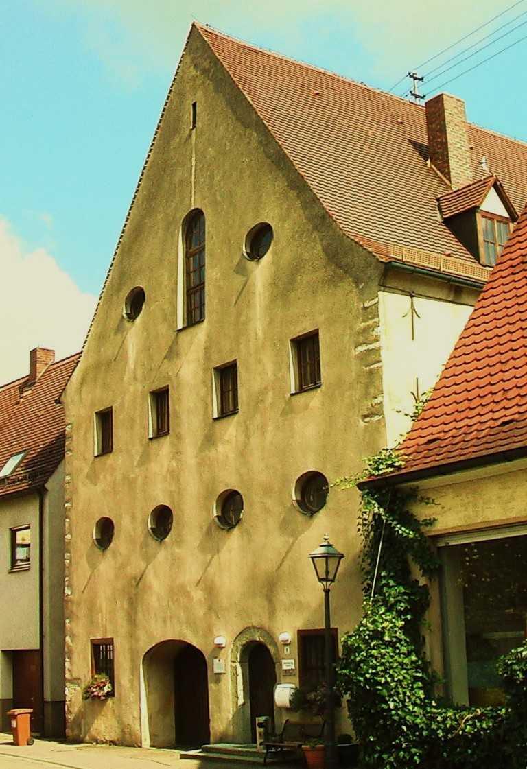 http://www.alemannia-judaica.de/images/Images%20385/Harburg%20Synagoge%20von%20Westen.jpg