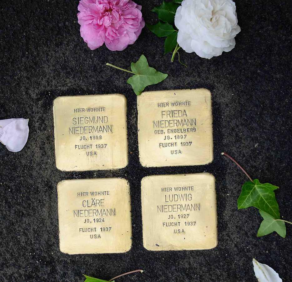 http://www.alemannia-judaica.de/images/Images%20391/Frankenwinheim%20Stolpersteine%202015021.jpg