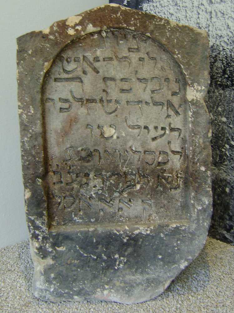 http://www.alemannia-judaica.de/images/Images%20394/Weissenburg%20Grabstein%20DSC01044.jpg