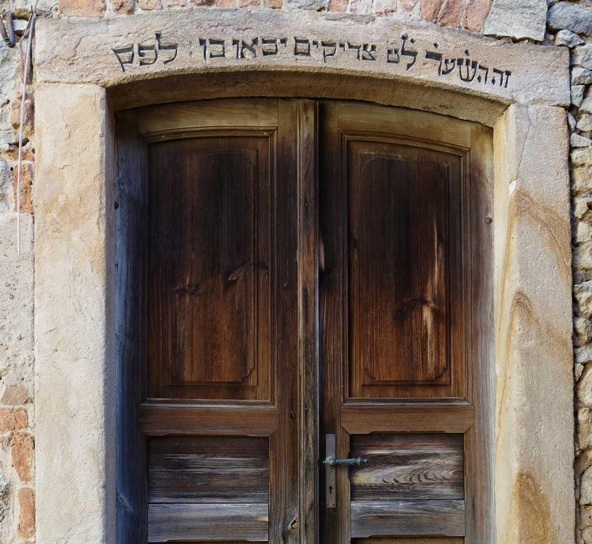 http://www.alemannia-judaica.de/images/Images%20423/Guntersblum%20Synagoge%203882a.jpg
