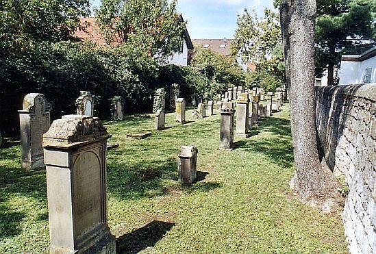http://www.alemannia-judaica.de/images/Images%2047/Hassloch%20Friedhof%20105.jpg
