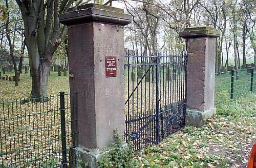 http://www.alemannia-judaica.de/images/Images%2049/Gruenstadt%20Friedhof%20055.jpg