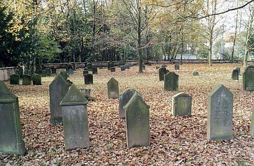 http://www.alemannia-judaica.de/images/Images%2049/Illingen%20Friedhof%20102.jpg