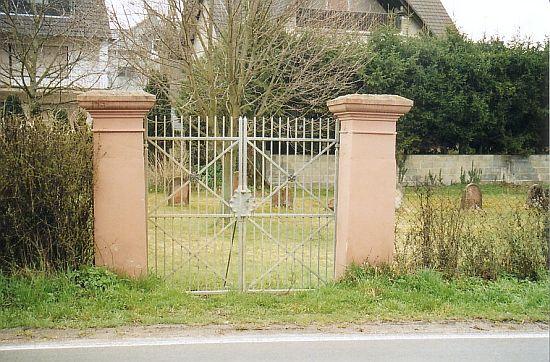 http://www.alemannia-judaica.de/images/Images%2056/Hessloch%20Friedhof%20203.jpg