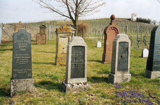 http://www.alemannia-judaica.de/images/Images%2056/Mommenheim%20Friedhof%20202.jpg