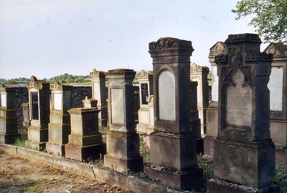 http://www.alemannia-judaica.de/images/Images%2059/Alsheim%20Friedhof%20101.jpg