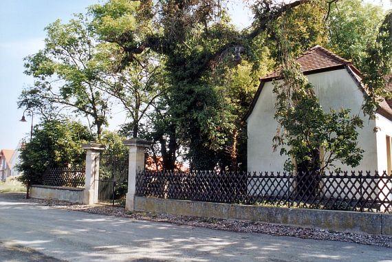 http://www.alemannia-judaica.de/images/Images%2059/Framersheim%20Friedhof%20106.jpg