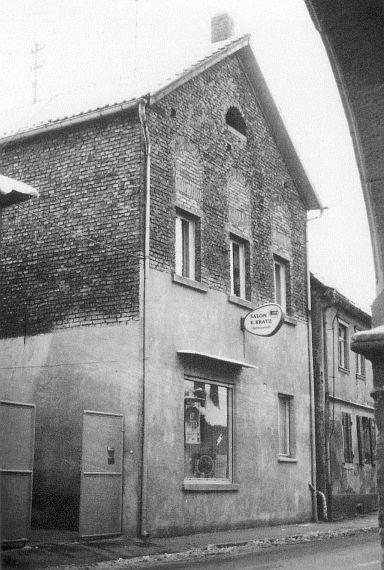 http://www.alemannia-judaica.de/images/Images%2059/GauOdernheim%20Synagoge%2002.jpg