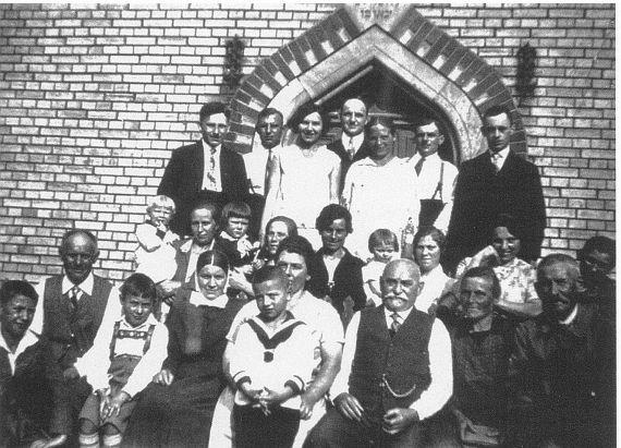 http://www.alemannia-judaica.de/images/Images%2059/Wallertheim%20Synagoge%20004.jpg