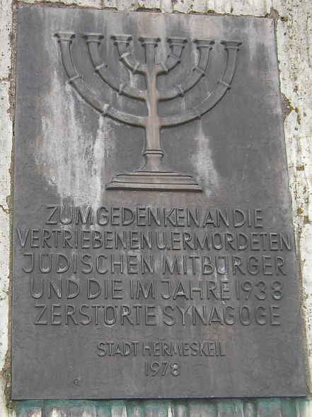 http://www.alemannia-judaica.de/images/Images%2073/Hermeskeil%20Synagoge%20100.jpg