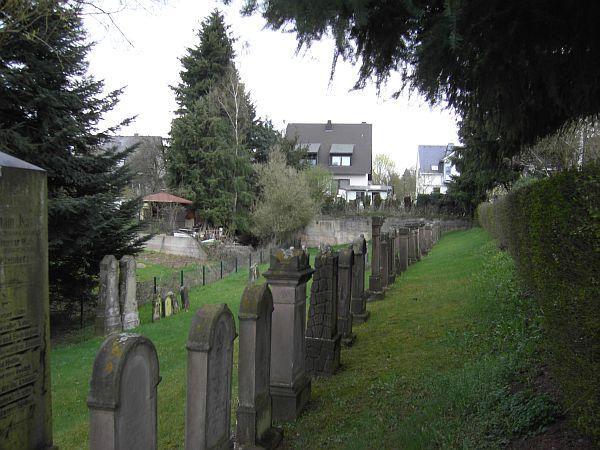 http://www.alemannia-judaica.de/images/Images%2073/Schweich%20Friedhof%20101.jpg