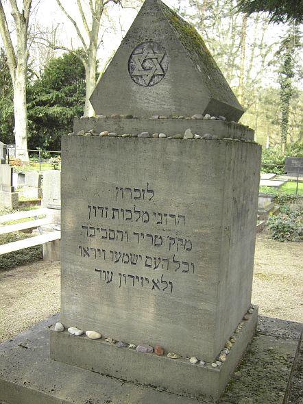 http://www.alemannia-judaica.de/images/Images%2073/Trier%20Friedhof%20103.jpg