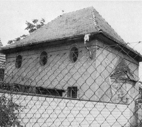http://www.alemannia-judaica.de/images/Images%2090/Klein-Krotzenburg%20Synagoge%20199.jpg