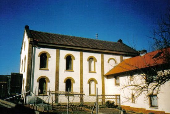 http://www.alemannia-judaica.de/images/Images%2094/Theilheim%20Synagoge%20201.jpg