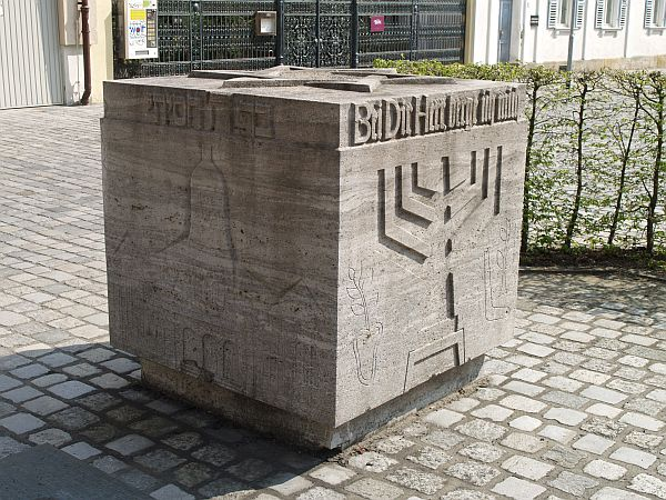 http://www.alemannia-judaica.de/images/Images%2097/Bamberg%20Synagoge%201901.jpg