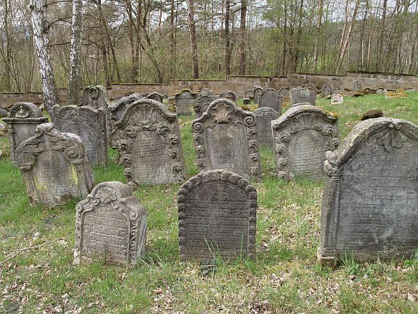 http://www.alemannia-judaica.de/images/Images%2097/Burgkunstadt%20Friedhof%20514.jpg