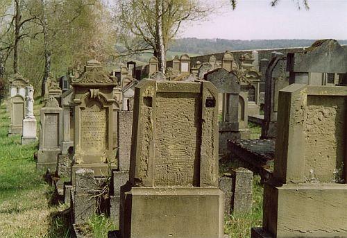 http://www.alemannia-judaica.de/images/Images%20Hessen02/Mellrichstadt%20Friedhof%20013.jpg