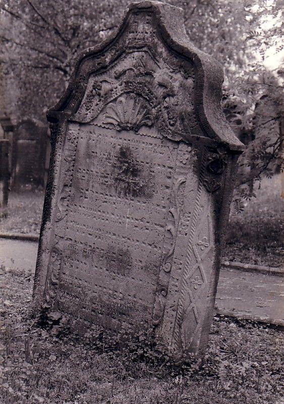 http://www.alemannia-judaica.de/images/Images5/Neudenau%20Friedhof11.jpg